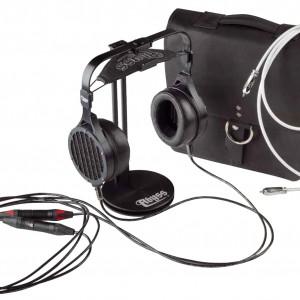 Fürs Geld bekommt man einiges geboten – inklusive einer wirklich feinen Ledertasche, einem Kopfhörerstativ und einem hochwertigen Cinchkabel von JPS, damit schon auf dem Weg zum Kopfhörerverstärker nichts schiefgehen kann
